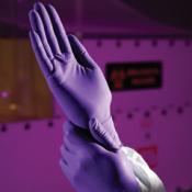 KIMTECH SCIENCE* PURPLE NITRILE* Нитриловые перчатки - 24см, единый дизайн для обеих рук / Фиолетовый /S